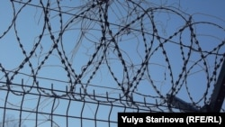 Barbed wired at a prison in Siberia (illustrative photo)