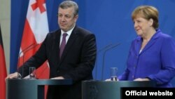 Գերմանիայի կանցլեր Անգելա Մերկելը և Վրաստանի վարչապետ Գիորգի Կվիրիկաշվիլին համատեղ ասուլիսի ժամանակ, Բեռլին, 15-ը հունիսի, 2016թ.