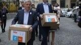 Dacian Cioloș la depunerea semnăturilor pentru alegeri