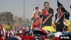 Демонстранты в Багдаде считают, что ответственность за войну в Ливане вместе с Эхудом Ольмертом (фигура слева) должны разделить Тони Блэр и Джордж Буш