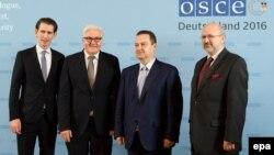 Ձախից՝ աջ․ Ավստրիայի, Գերմանիայի, Սերբիայի ԱԳ նախարարներ Սեբաստիան Կուրց, Ֆրանկ-Վալտեր Շտայնմայեր, Իվիցա Դաչիչ և ԵԱՀԿ գլխավոր քարտուղար Լամբերտո Զանիեր, Բեռլին, 12-ը ապրիլի, 2016թ․