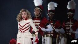 Архивска фотографија: Мадона на концерт во Санкт Петерсбург.