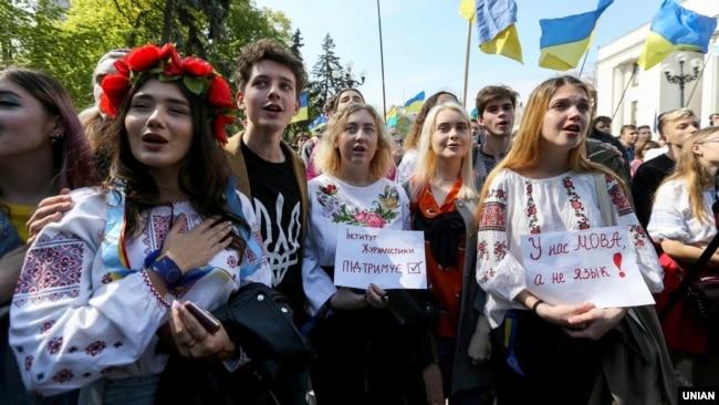 Під час акції біля парламенту України на підтримку української мови. Київ, 26 квітня 2019 року