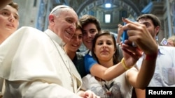 Рим Папасы Франциск жастармен кездесуде. Ватикан, 28 тамыз 2013 жыл.
