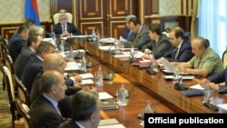Armenia - President Serzh Sarkisian chairs a meeting of the National Security Council in Yerevan, 27Jun2017.