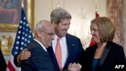 Sekretari amerikan i shtetit, John Kerry ishte ai që rifilloi negociatat për paqe në mes të Izraelit dhe palestinezëve, 30 korrik, 2013