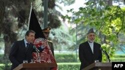 Андерс Фог Расмуссен и Хамид Карзай на переговорах в Кабуле