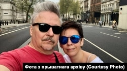 Мікалай Халезін і Натальля Каляда. Сэлфі ў Лёндане на Westminster Bridge Road у часе пандэміі.