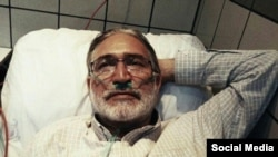Mohammad Nourizad during a hunger strike in the past. Undated. FILE PHOTO