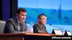 Министр по инвестициям и развитию Казахстана Женис Касымбек (слева).