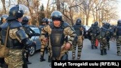 Аянттагы милициянын атайын бөлүгү. Бишкек. Ала-Тоо аянты. 2-март, 2020-жыл.