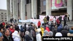 Мітынг прадпрымальнікаў на Кастрычніцкай плошчы ў Менску, 15 лютага 2016 году