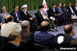 جلسه دیدار آیتالله خامنهای با شاعران، ۳۰ اردیبهشت ۱۳۹۸