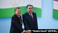 Эмомали Рахмон и Шавкат Мирзиеев дали старт работе железнодорожного перегона «Амузанг – Галаба». Душанбе, 9 марта 2018 года