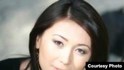 «Алтын жүрек» ұлттық-қоғамдық сыйлығының құрылтайшысы Жұлдыз Омарбекова. Алматы, 2011 жыл.