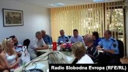 Средба на полицијата со станари од социјалната зграда во Охрид.