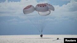 Посадка Crew Dragon в Атлантическом океане, Флорида, США, 19 сентября 2021 года.