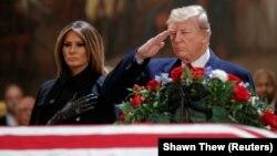 Дональд Трамп із дружиною Меланією будуть присутні на церемонії похорону