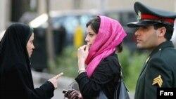 اسماعيل احمدی مقدم، فرمانده انتظامی ایران گفت نيروهای انتظامی ۱۵۰ هزار نفر را درجريان مبارزه با بدحجابی دستگير وآنها را مجبور به نوشتن «تعهدنامه» کرده اند