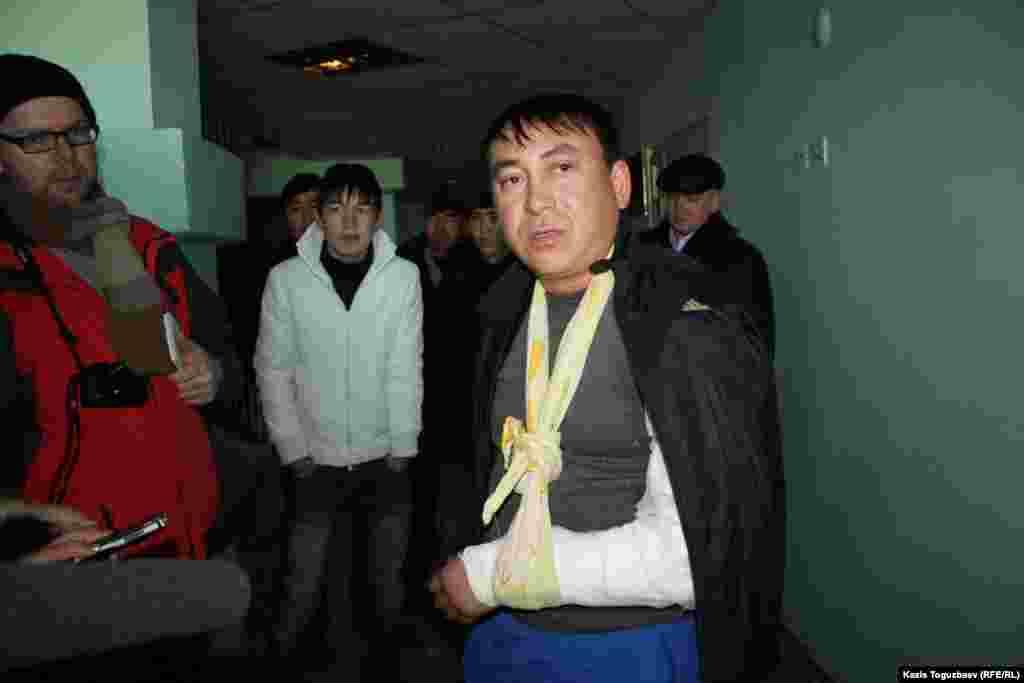 Жаңаөзен оқиғасы кезінде зардап шеккен адам Ақтау қаласындағы ауруханада тұр. 18 желтоқсан 2011 жыл.