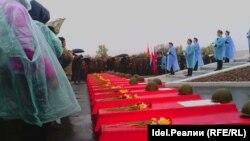 Май 2014-го. Губернатора ожидали у солдатских гробов под проливным дождём