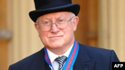 Олег Гордієвський під час прийому у королеви Великобританії. Букінгемський палац, 2007 рік