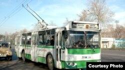 Троллейбус - як василаи асосии мусофиркашӣ дар Душанбе