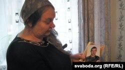Ніна Жызьнеўская з фатаздымкам сына