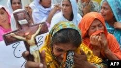 Женщины-христианки на акции протеста после терактов у церкви в Пешаваре. 23 сентября 2013 года.