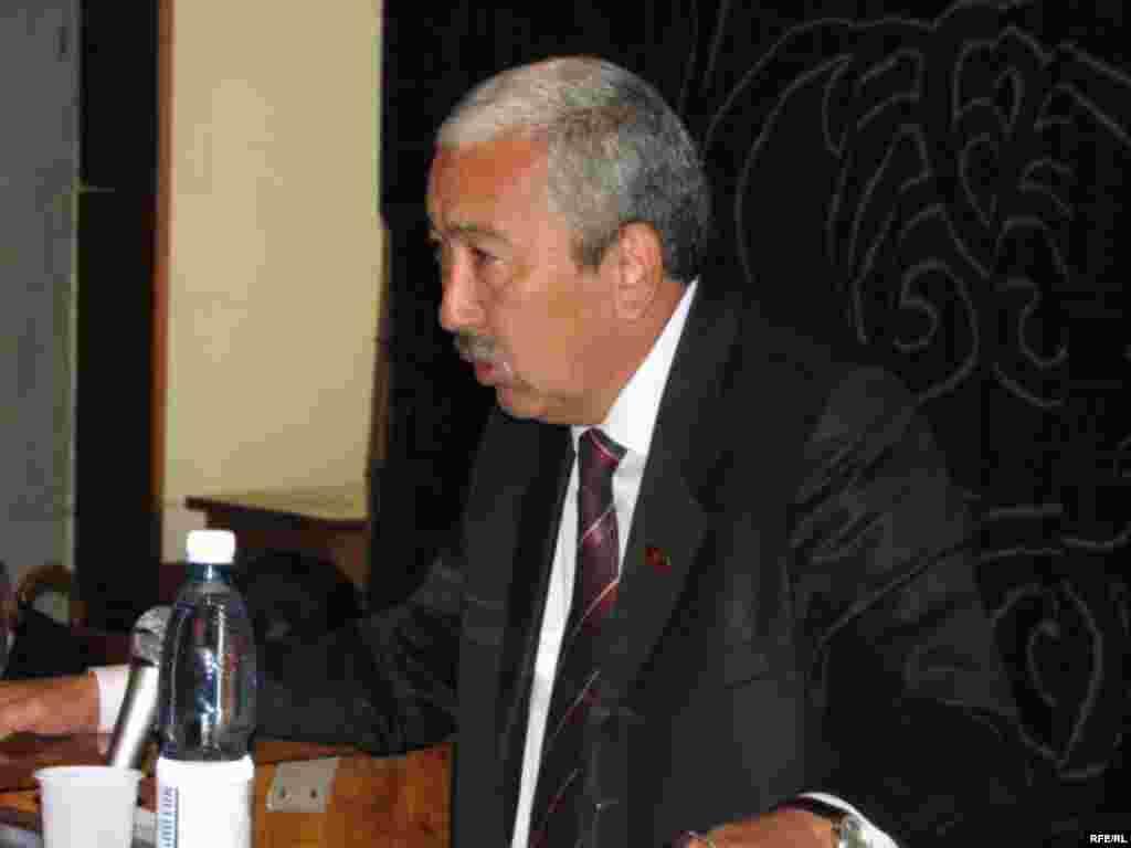 Партия лидери Исхак Масалиев коммунисттер шайлоого өзүнүн талапкерин алып чыкканга даяр эмес деп билдирди. - Kyrgyzstan - Congress of Communist Party To Nominate Its Candidate to Presidential Election. 2May2009