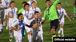 Өзбекстан жасөпірімдер құрамасының 2012 жылы Азия чемпионатын ұтып алған кезі. Сурет ФИФА-ның ресми сайтынан алынды.