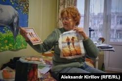 Янина Ивановна в своей комнате