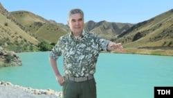 Prezident Gurbanguly Berdimuahemedow Lebap welaýatynda apreliň aýagynda turan güýçli apy-tupanyň netijesinde köp ekin meýdanlaryna hem zyýan ýetendigi barada hiç zat aýtmady.