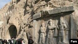 طاق بستان در کرمانشاه، متعلق به عهد ساسانیان