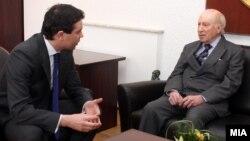 Архивска фотографија - Министерот за надворешни работи Никола Попоски и посредникот на ОН Метју Нимиц на средба во Скопје -2012.