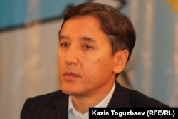 Сопредседатель Общенациональной социал-демократической партии Болат Абилов. Алматы, 26 ноября 2011 года.