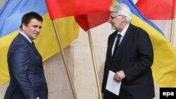 Колишній голова МЗС Польщі вважає, проте, що загалом оцінка зовнішньої політики Володимира Зеленського радше позитивна
