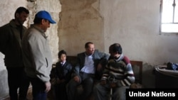 UN Iraq envoy Martin Kobler (center) visited the Al-Manar displaced-persons camp outside Baghdad in March.