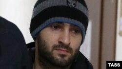 Один из членов «Хизб ут-Тахрир» при этапировании в Петербург, 9 ноября 2016 г.