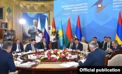 Саммит глав правительств стран ЕАЭС в Чолпон-Ате (Кыргызстан).
