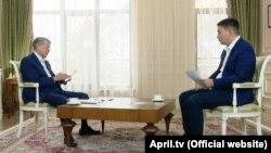 """Алмазбек Атамбаев """"Апрель"""" телеарнасына сұхбат беріп отыр. 10 желтоқсан 2018 жыл."""