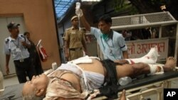 India - A man injured in bomb blast is brought to the RML hospital in New Delhi, 07Sep2011