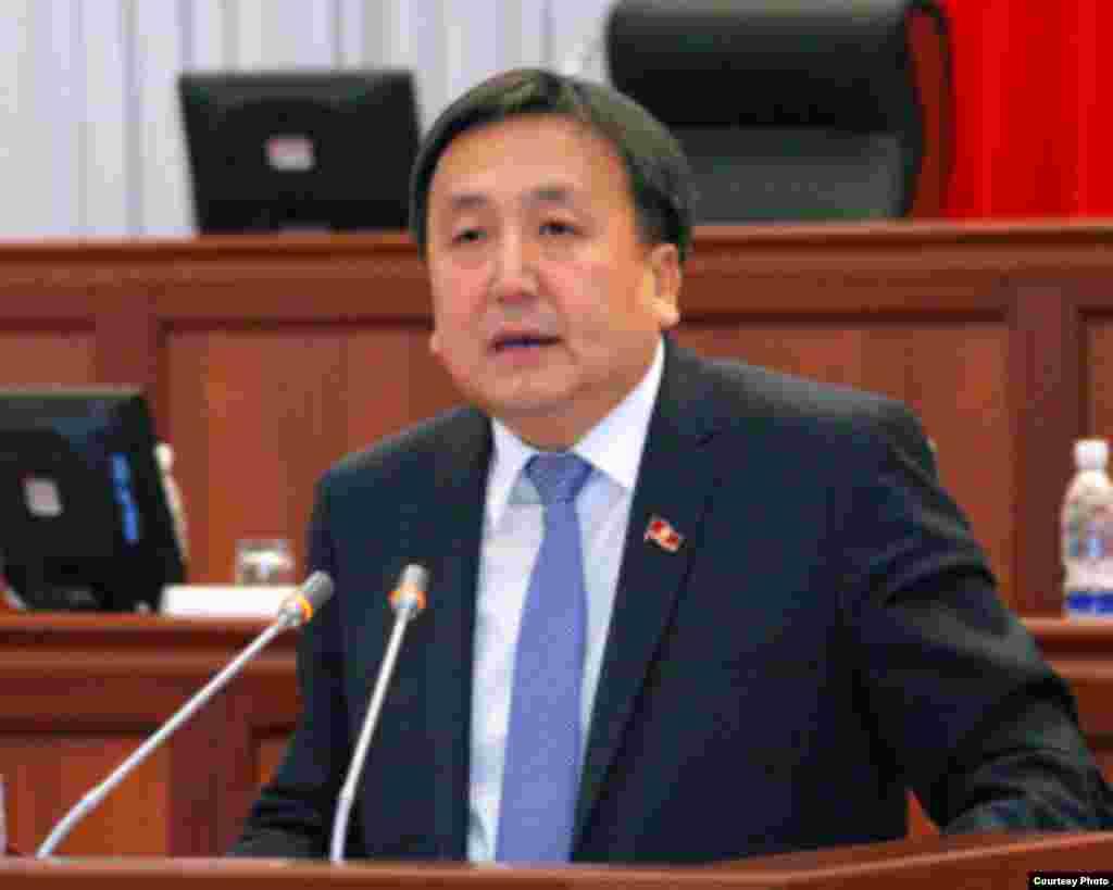 Парламент спикерликке Асылбек Жээнбековду шайлады, 21-декабрь.