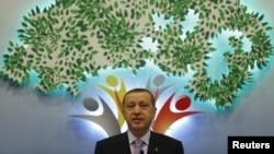"""Премьер-министр Турции Реджеп Тайип Эрдоган во время выступления на конференции """"Арабское возрождение и мир на Ближнем Востоке"""". Стамбул, 7 сентября 2012 года."""