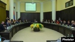 Armenia - A weekly cabinet meeting in Yerevan, 4Dec2014.