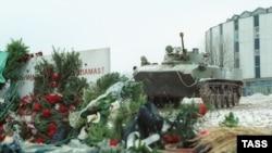Советские танки у здания парламента республики, 1991