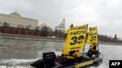 """Акция в поддержку арестованных активистов """"Гринпис"""" в Москве"""