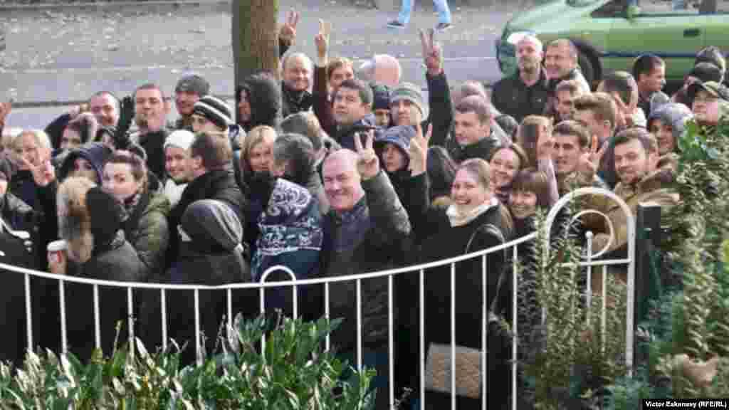 Pentru victorie ! Moldovenii aleg la Consulatul general de la Frankfurt.