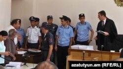 Դատավորը Վահան Շիրխանյանին հեռացրեց դատարանի դահլիճից