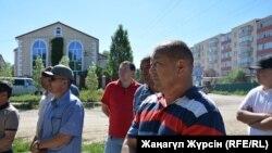 Работники казахстанско-китайского нефтегазового предприятия «СНПС-Актобемунайгаз» на акции протеста. Актобе, 27 июня 2017 года.
